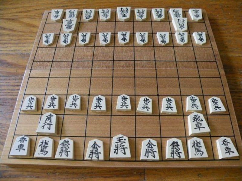 กระดานหมากรุก Shogi ถูกจัดเรียงตามกฎ