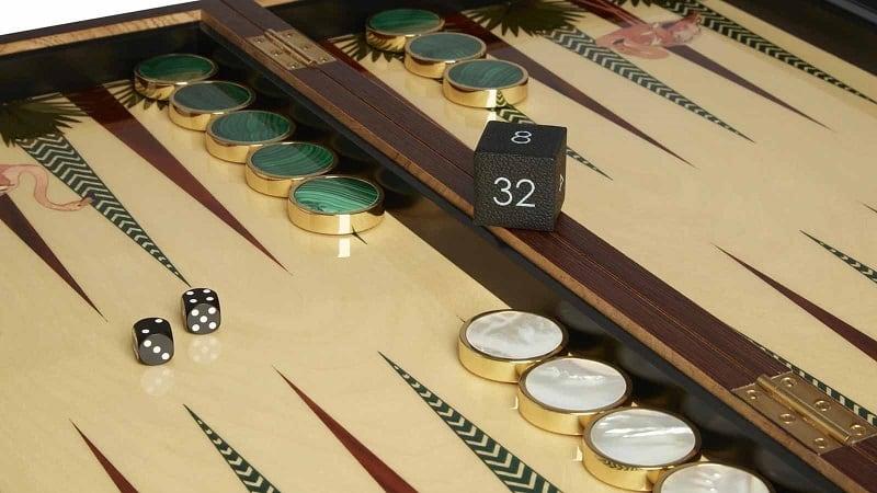 แบ็คแกมมอนกำลังเล่นอะไร?  คำแนะนำในการเล่นแบ็คแกมมอนที่ร้อนแรงที่สุดในปัจจุบัน