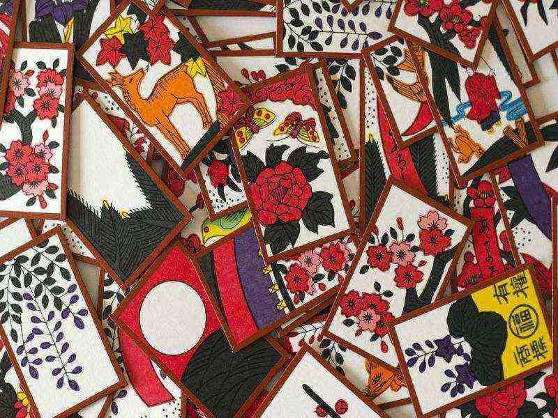 การ์ด Hanafuda เป็นการ์ดแบบดั้งเดิมของญี่ปุ่น